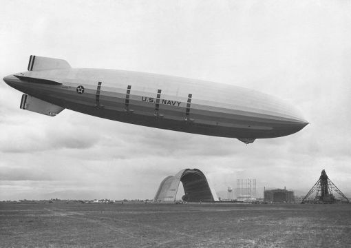 USS_Macon_at_Moffett_Field.jpg